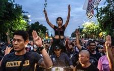 泰国王室车队遭民众抗议(VIP)