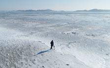 严寒下的美景:亚洲多地出现创纪录低温