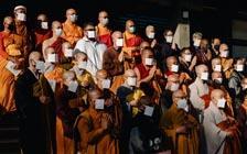 """洛杉矶佛教徒举办法事,为种族仇恨""""疗伤""""(VIP)"""