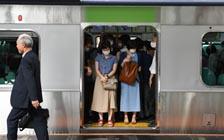 """安倍曾承诺帮助日本女性""""发光"""",她们仍在等待"""