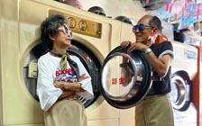 """洗衣店里的高龄超模:台湾八旬夫妇穿搭""""弃衣""""走红全球(VIP)"""