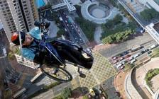 香港残障运动员坐轮椅攀爬摩天大楼(VIP)