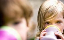 家长注意:奶瓶带来的大危险