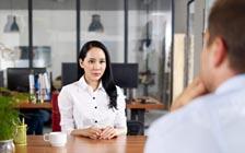 哪些下意识动作会让你的求职面试扣分?